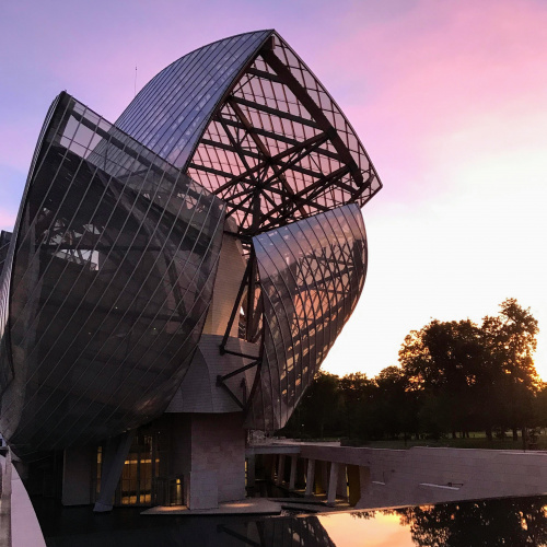 The Fondation Louis Vuitton is the focus of the latest episode of Surprising Buildings. Take a look at the result - 3